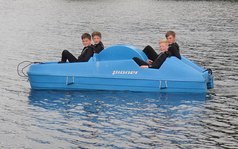 800-500-loch-lomond-boat-hire-pedal-02