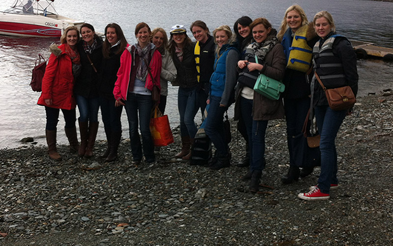 HEN PARTY: Speedboat Pub Tour