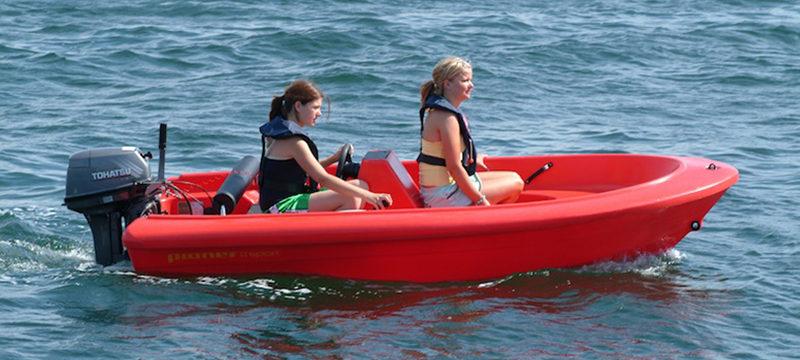 self-drive-motorboat